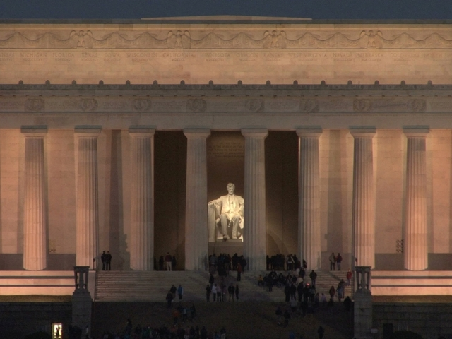 Vandal sought after Lincoln Memorial spray painted