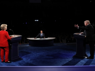Trump criticizes Clinton's looks, stamina