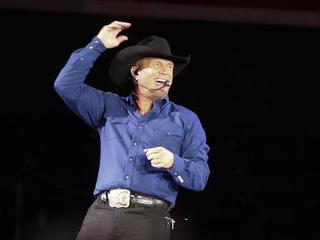 Garth Brooks coming to Omaha for TeamMates gala