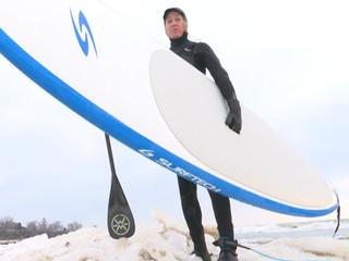 Surfers ignore lake's sub-freezing temperatures