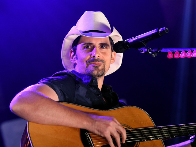 Country singer Brad Paisley to play show in North Little Rock